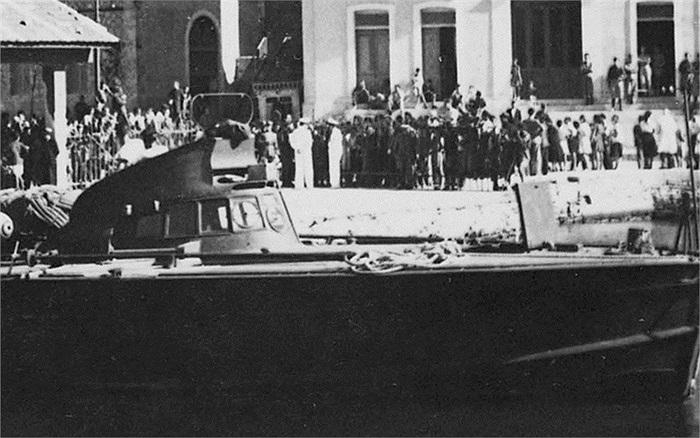 Các chiến binh SBS tấn công khiến đơn vị quân Italia đồn trú trên đảo Samos, Hy Lạp phải đầu hàng năm 1943
