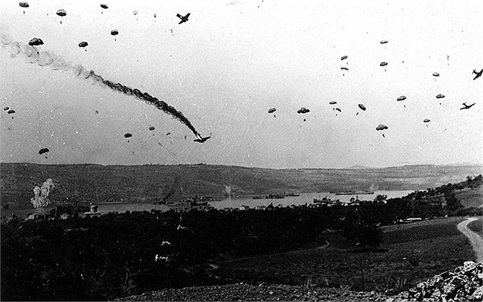 Ngày 13/11/1943, quân Đức tính tăng cường cho đảo Leros, Hy Lạp bằng đường không nhưng bị biệt kích Anh ngăn chặn