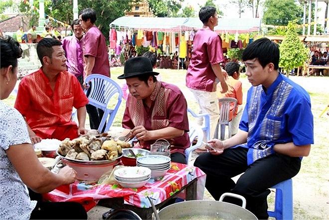 Vì bộ phim có rất nhiều cảnh quay hành trình trên đất bạn, nên các nhân vật đều có rất nhiều câu thoại bằng tiếng Campuchia.
