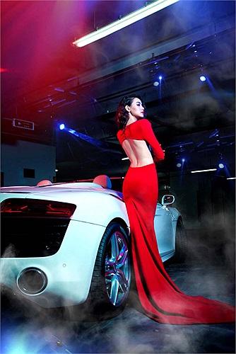 Ngắm cặp đôi nóng bỏng Trang Nhung và Audi R8 2014