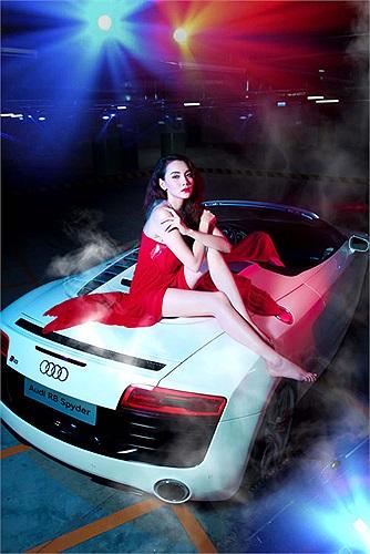 Bộ ảnh này được cô thực hiện với một trong hai chiếc Audi R8 mới về Việt Nam