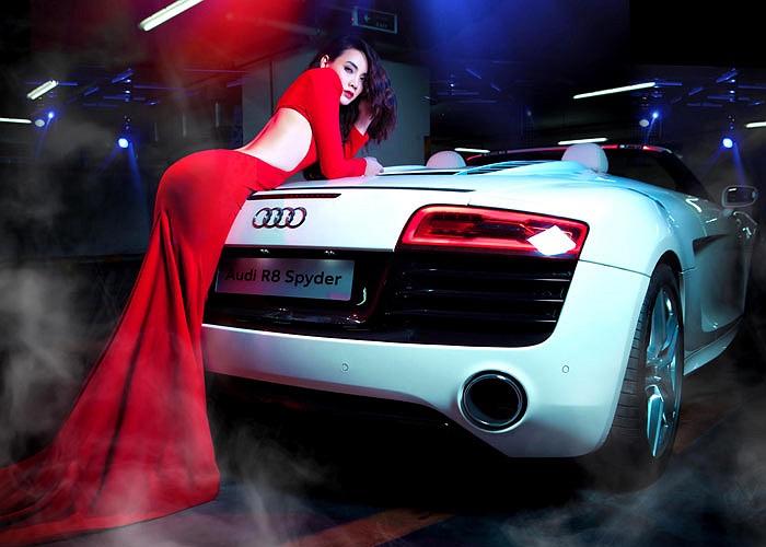 Siêu xe này thuộc phiên bản mới nhất của mẫu R8 và có giá sau thuế hơn 10 tỷ đồng