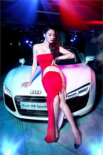 Cặp đôi siêu xe này cũng mới góp mặt tại triển lãm Ôtô Việt Nam tổ chức từ 23 đến 27/10 vừa qua