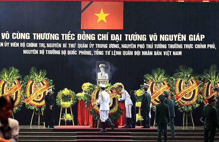Xúc động trào nước mắt trước những giây phút cuối cùng của Vị Đại tướng huyền thoại ở Thủ đô Hà Nội.