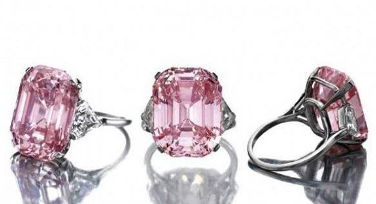 Kim cương Graff, 46,2 triệu USD: Rất ít người biết đến nguồn gốc của loại kim cương màu hồng nặng 24,78 carat cực hiếm này. Một nhà sưu tập tư nhân đã mua nó từ người thợ làm đồ trang sức người Mỹ Harry Winston và sau đó bán cho Laurence Graff, cũng