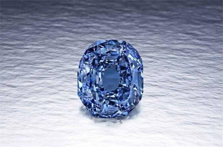 Kim cương Wittelsbach- Graff, giá 24,3 triệu USD: Nguồn gốc của viên kim cương này thật thú vị. Nó bắt nguồn từ các mỏ ở Vương quốc Golkonda Ấn Độ. Theo truyền thuyết, vua Philip IV của Tây Ban Nha đã mua sản phẩm này làm của hồi môn cho con gái. Cho