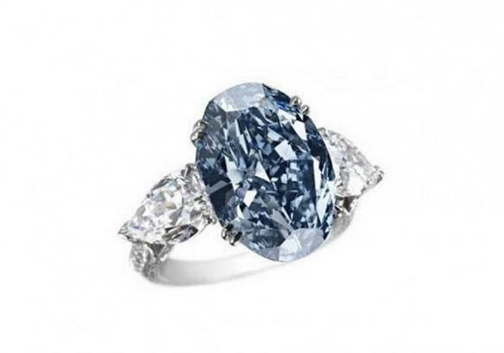 Nhẫn kim cương xanh của hãng nữ trang và đồng hồ Chopard, giá 16,26 triệu USD. Đây cũng là một trong số những chiếc kim cương cực kỳ hiếm và được tìm kiếm nhiều nhất trong nền công nghiệp. Sản phẩm này đã đưa thương hiệu Chopard lên tầm cao mới. Nó t