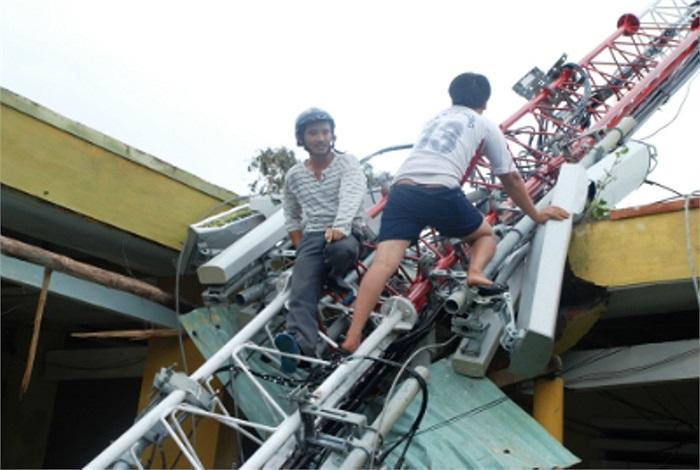 Tại Quảng Nam, nhiều trường học bị đổ tường do ảnh hưởng của mưa bão (Ảnh: Báo Quảng Nam)