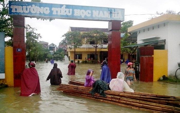 Sở GD-ĐT Hà Tĩnh cho biết đã có hơn 289.000 học sinh trên địa bàn toàn tỉnh được nghỉ học do mưa bão (Ảnh: Báo Hà Tĩnh)
