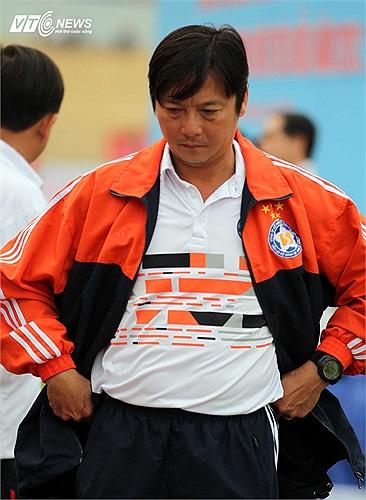 Tháng 6/2003, có thông tin cho biết, cựu tuyển thủ Lê Huỳnh Đức sau khi vui tại quán bar Tommy ở Đà Nẵng đã bị một nhóm côn đồ hành hung. Anh bị đâm vào vùng bụng và được đưa vào bệnh viện mổ nội soi cấp cứu.