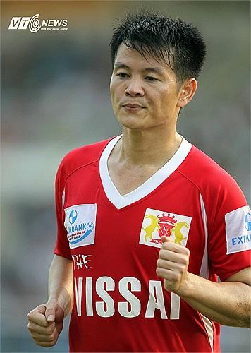 Chuyện đi bar cũng từng gây ra những khó dễ cho 'thần đồng' bóng đá một thời là Phạm Văn Quyến. Anh từng bị loại khỏi đội tuyển vì vô kỷ luật, đi bar tới 2 giờ sáng.