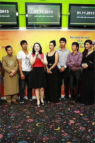Hoài Linh chia sẻ anh đang rất hào hứng với 'tour diễn các rạp chiếu phim' này.