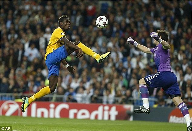 Một tình huống uy hiếp khung thành Casillas của Paul Pogba.