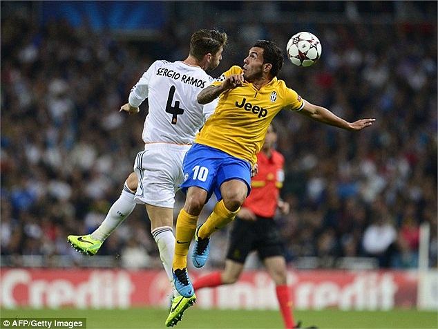 Nhưng 5 phút sau bàn gỡ hòa của Llorente, Chiellini phạm lỗi kéo Sergio Ramos trong vòng cấm.