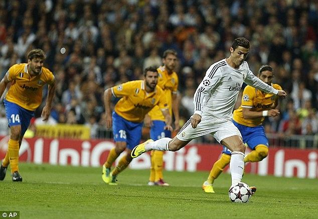 Trên chấm 11m, Ronaldo dễ dàng đánh bại Buffon một lần nữa.
