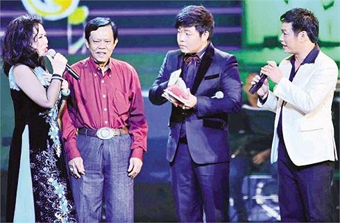 Quang Lê cũng là nghệ sỹ thường xuyên nhận được những món quà do fan gửi tặng, không lên tới bạc tỷ, nhưng cũng là những số tiền lớn.