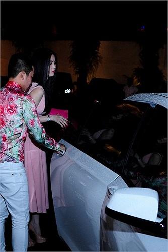 Ngoài ra người đẹp còn có sở thích thay xe như thay áo mỗi lần đón tuổi mới.