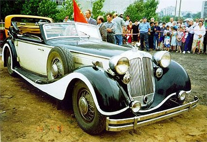 Ở Nga, bạn có thể bị choáng ngợp bởi bộ sưu tập xe hơi tại một bảo tàng được xây dựng bởi gia đình Lomakov Dmitry. Trong khoảng thời gian 40 năm, Lomakov đã thu thập 120 chiếc xe hơi và xe máy cổ.
