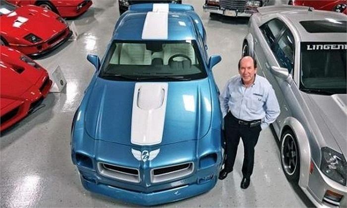 Ken Lingenfelter là chủ hãng độ xe nổi tiếng thế giới Lingenfelter Performance Engineering có trụ sở tại Mỹ. Bộ sưu tập xe hơi của Lingenfelter gồm hơn 150 chiếc, trong đó có những chiếc Corvette, Mustang , Bugatti, Porsche