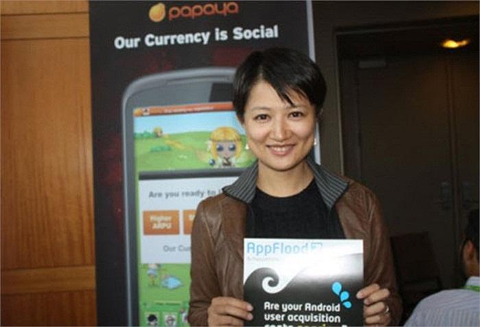 Shen Si, 31 tuổi, người Trung Quốc, người sáng lập và Giám đốc điều hành của Papaya Mobile. Shen Si làm việc trong nhóm di động của Google 5 năm trước khi hợp tác với người bạn để sáng lập nên công ty trò chơi trên điện thoại di động vào năm 2008.