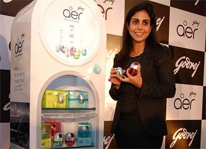 Nisaba Godre, 35 tuổi, người Ấn Độ. Cô là Chủ tịch của Human Capital &Innovation, chi nhánh của tập đoàn Godrej Group, do cha cô là tỷ phú Adi Godrej quản lý.