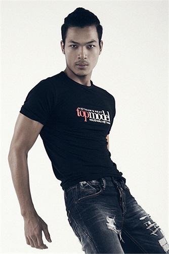 Đến từ Hải Dương, chàng trai Vũ Tuấn Việt đang là sinh viên trường Cao đẳng sân khấu điện ảnh Hà Nội. Việt gây ấn tượng mạnh khi cưỡi xe mô tô địa hình đầy phong cách đến vòng sơ tuyển của Vietnam's Next Top Model 2013.
