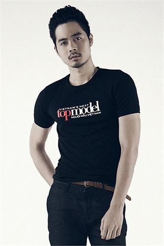Từng là một diễn viên được yêu thích trong phim Bộ tứ 10A8, Dương Mạc Anh Quân với thể hình chuẩn đã trở thành tâm điểm chú ý của truyền thông và khán giả khi đến với vòng sơ tuyển Vietnam's Next Top Model 2013 tại TP Hồ Chí Minh.
