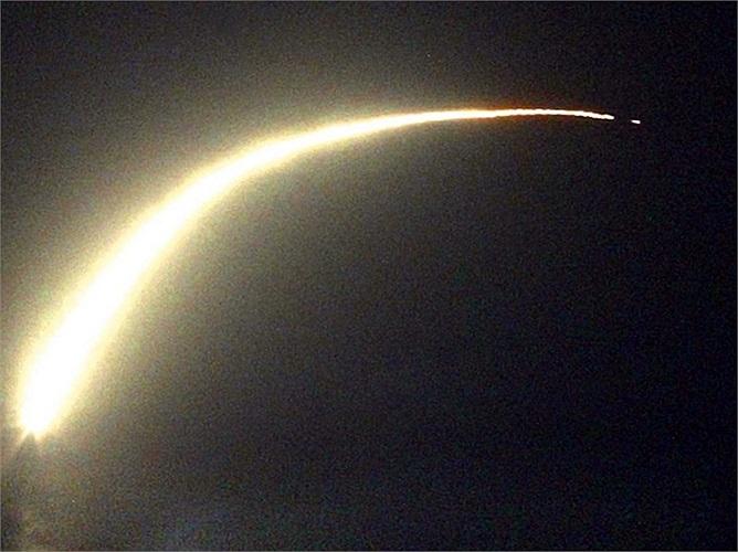 Với tầm bắn hơn 2.400 km, tên lửa Tomahawk bắn từ các tàu chiến Mỹ dễ dàng vươn đến thủ đô Damacus của Syria