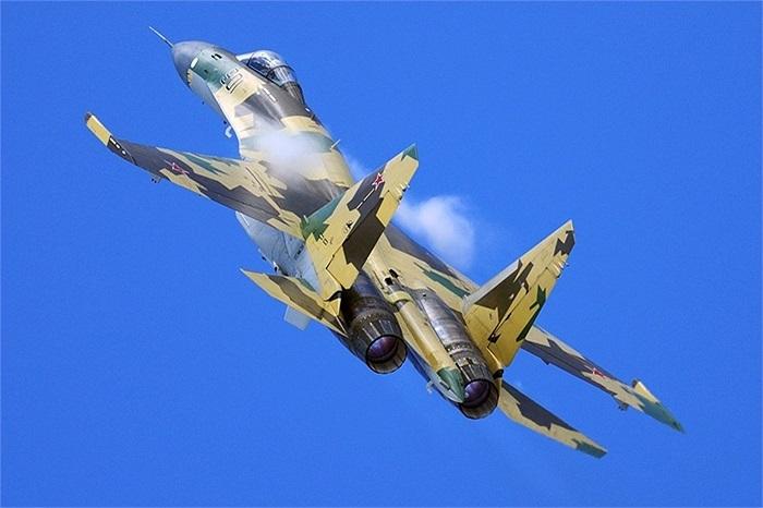 Su-35 của Quân đội Nga, máy bay được đánh giá linh hoạt bậc nhất hiện nay, mới đây gây ấn tượng cực mạnh ở triển lãm hàng không Paris 2013