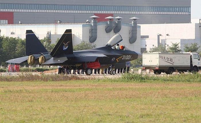 Shenyang J-31 của Trung Quốc, một sự cố gắng rất lớn của Trung Quốc để tiếp cận những 'hàng khủng' như F-22 hay F-35 của Mỹ