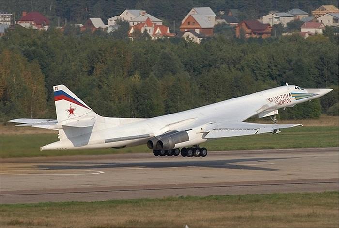 Tupolev Tu-160, máy bay ném bom tầm xa khét tiếng của Nga