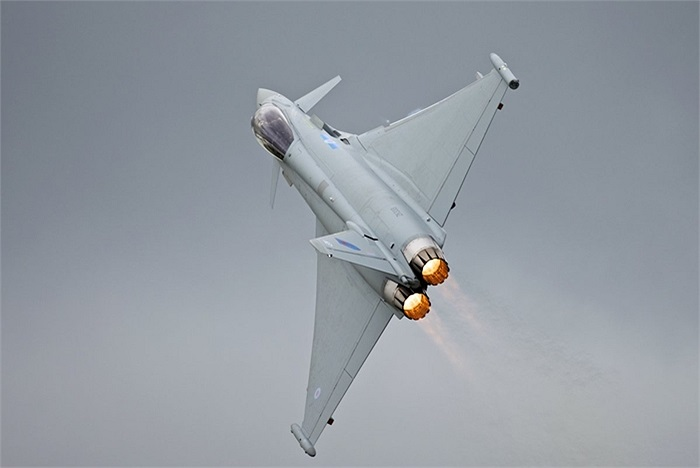 Cơn bão Typhoon của châu Âu, một trong những đối thủ của F-18 trên thị trường Brazil