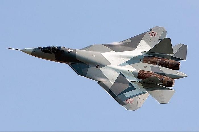 Sukhoi PAK FA T-50, hi vọng lớn nhất của Nga để cạnh tranh với F-22 và F-35 của Mỹ, tuy nhiên, T-50 hiện nay vẫn chưa đưa vào sử dụng đại trà