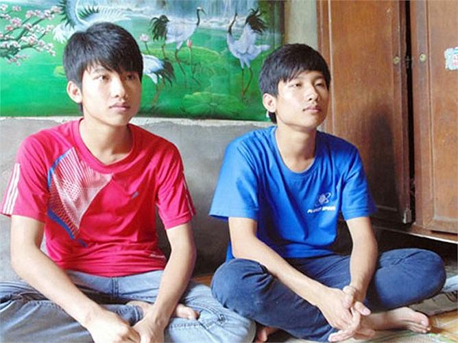 Thủ khoa ĐH Y Hà Nội và em trai sinh đôi. Nguyễn Hữu Tiến - chàng thủ khoa nghèo Đại học Y Hà Nội 2013 và em trai đã trở thành cái tên hot nhất kì thi ĐH - CĐ 2013. Không chỉ bởi nghị lực, học giỏi mà còn bởi hoàn cảnh vô cùng khó khăn của gia đình c