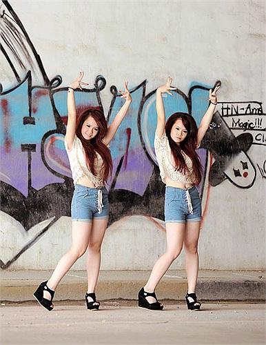 """""""Double L"""" – cặp song sinh tài năng nhất của Vietnam's Got Talent. Khán giả yêu thích chương trình Tìm kiếm tài năng Việt Nam mùa giải trước chắc hẵn vẫn còn nhớ tới hai chị em vũ công Nguyễn Song Linh và Nguyễn Gia Linh."""