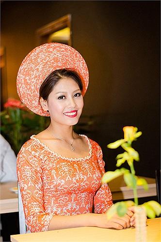 Cô cho biết, mình cũng chịu áp lực từ những scandal của cuộc thi Hoa hậu các Dân tộc 2013 vừa qua.