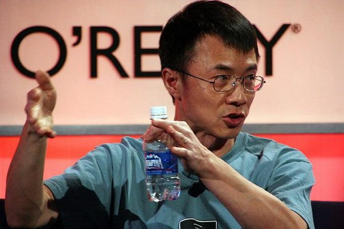 Qi Lu: Hiện là Phó Chủ tịch lĩnh vực ứng dụng và dịch vụ. Từng có kinh nghiệm quản lý sản phẩm Office và công cụ tìm kiếm Bing.