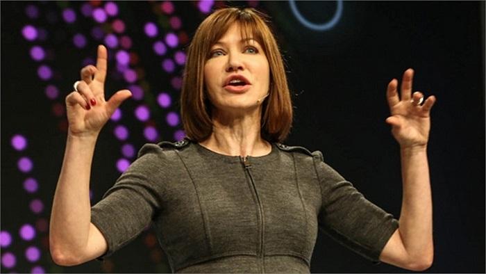 Julie Larson-Green: Phó Chủ tịch phụ trách Thiết bị và Studio
