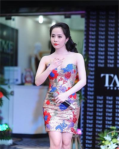 Sau khi công khai chuyện tình cảm với siêu mẫu Doãn Tuấn trên mạng xã hội, Quỳnh Nga ngày càng hạnh phúc viên mãn.