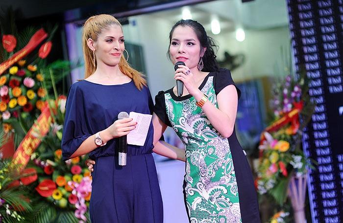 Andrea và Kiều Thanh làm MC cho chương trình., Ảnh: Quân Alex