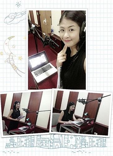 Hoa hậu Ngọc Hân xì tin nhí nhảnh.
