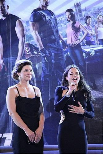 Các diễn viên đã có màn giao lưu với người hâm mộ.
