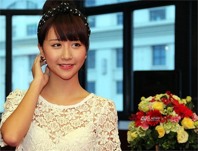 Trái ngược với sự táo bạo của Andrea, Quỳnh Anh Shyn trung thành với style trong sáng, đáng yêu.