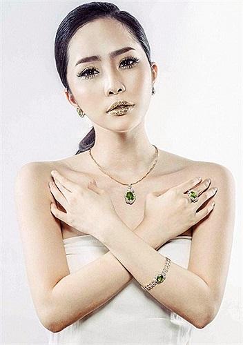 Quỳnh Nga với phong cách thời trang mới.