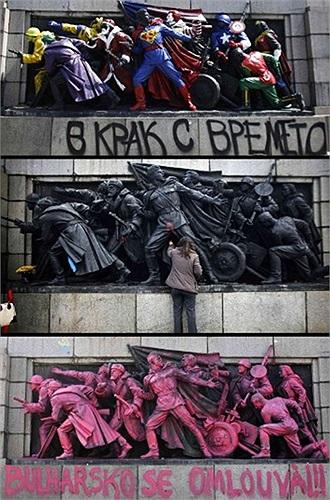 Nghệ sĩ vô danh tô hồng các bức tượng những người lính Liên Xô tại căn cứ của quân đội Liên Xô ở Sofia, Nga