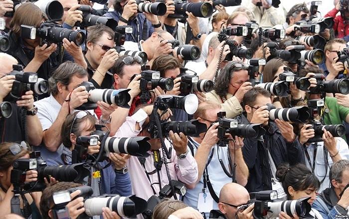 """Các phóng viên ảnh hành nghề tại buổi công chiếu bộ phim """"Blood Ties' tại lễ hội điện ảnh Cannes lần thứ 66, Pháp"""