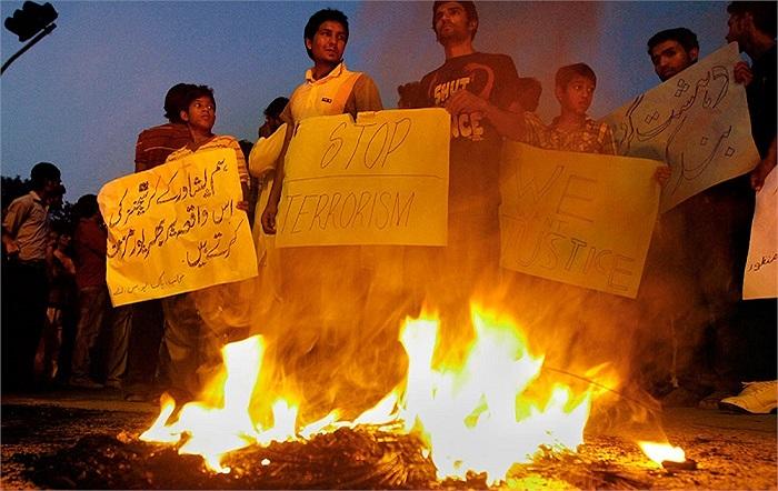 Người dân Pakistan trong cuộc biểu tình phản đối vụ đánh bom tự sát tại nhà thờ ở Islamabad