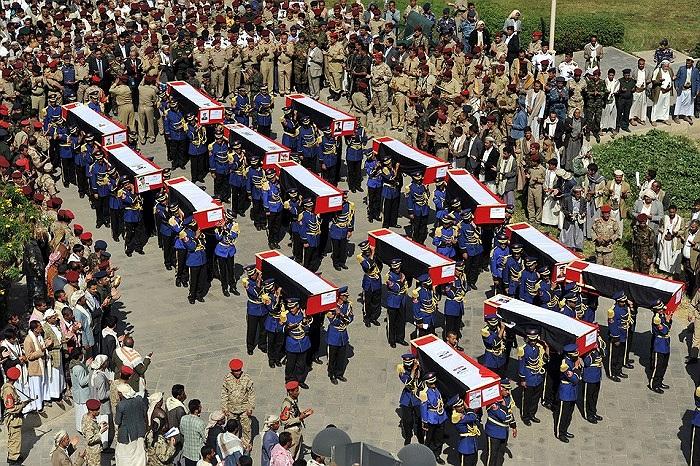Một đám tang tập thể được tổ chức tại Yemen sau vụ đánh bom xe khách xảy ra phía Bắc tỉnh Shabwa ngày hôm qua