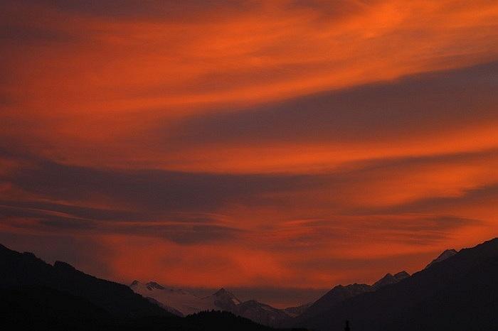 Tuyết vẫn bao phủ trên những đỉnh núi Stubaier Glacier ở Innsbruck, Áo