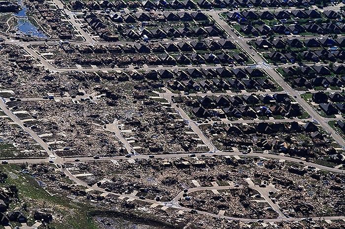 Cảnh tan hoang do trận lốc xoáy ở Thành phố Oklahoma, Mỹ